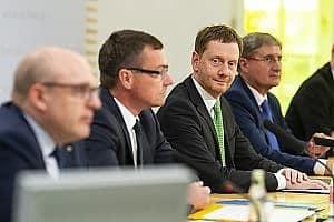 Ministerpräsident Kretschmar bei der Pressekonferenz