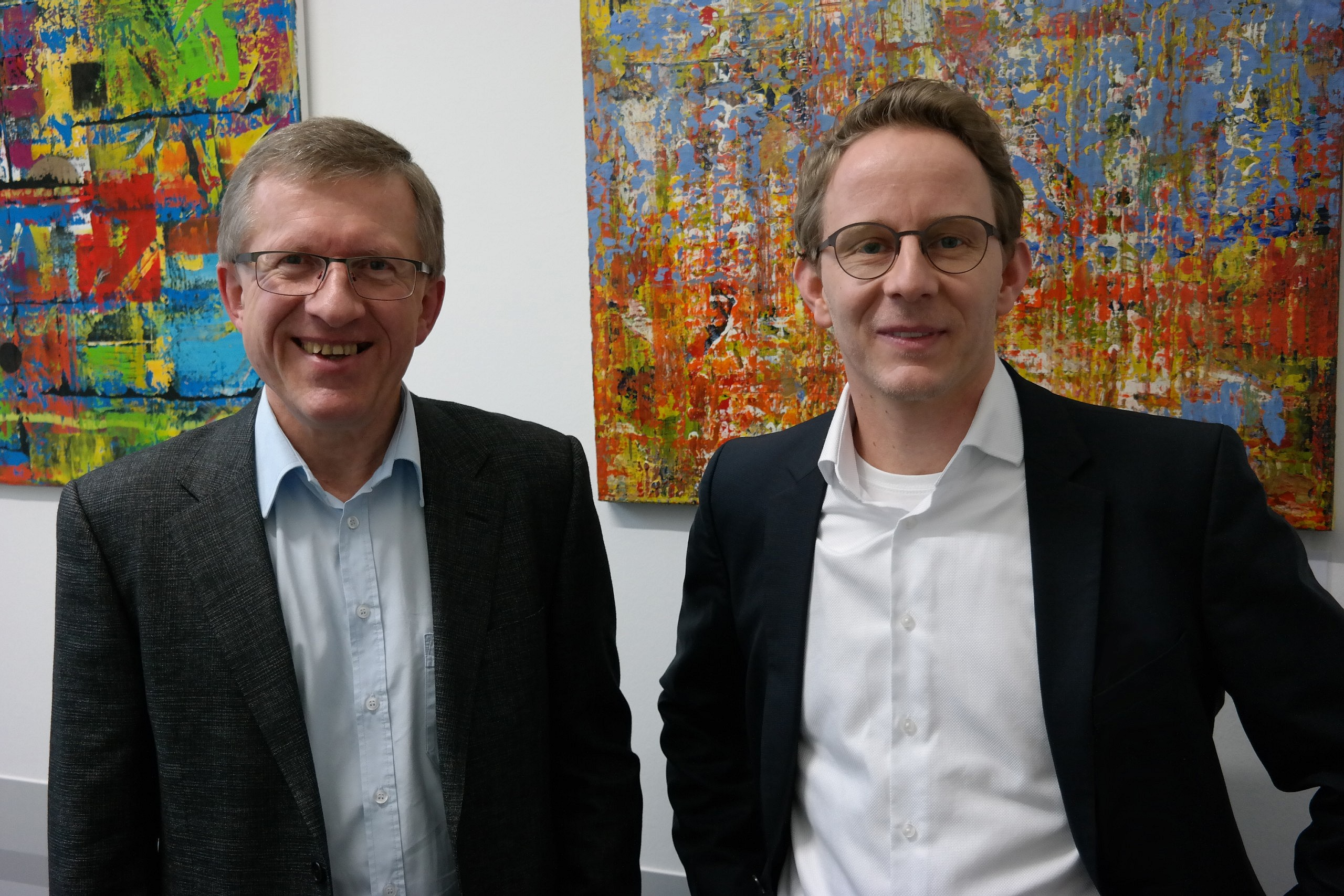Die Vertragsunterzeichnenden: Philipp Wittner, DATAteam, und Lars Greifzu, Lecos