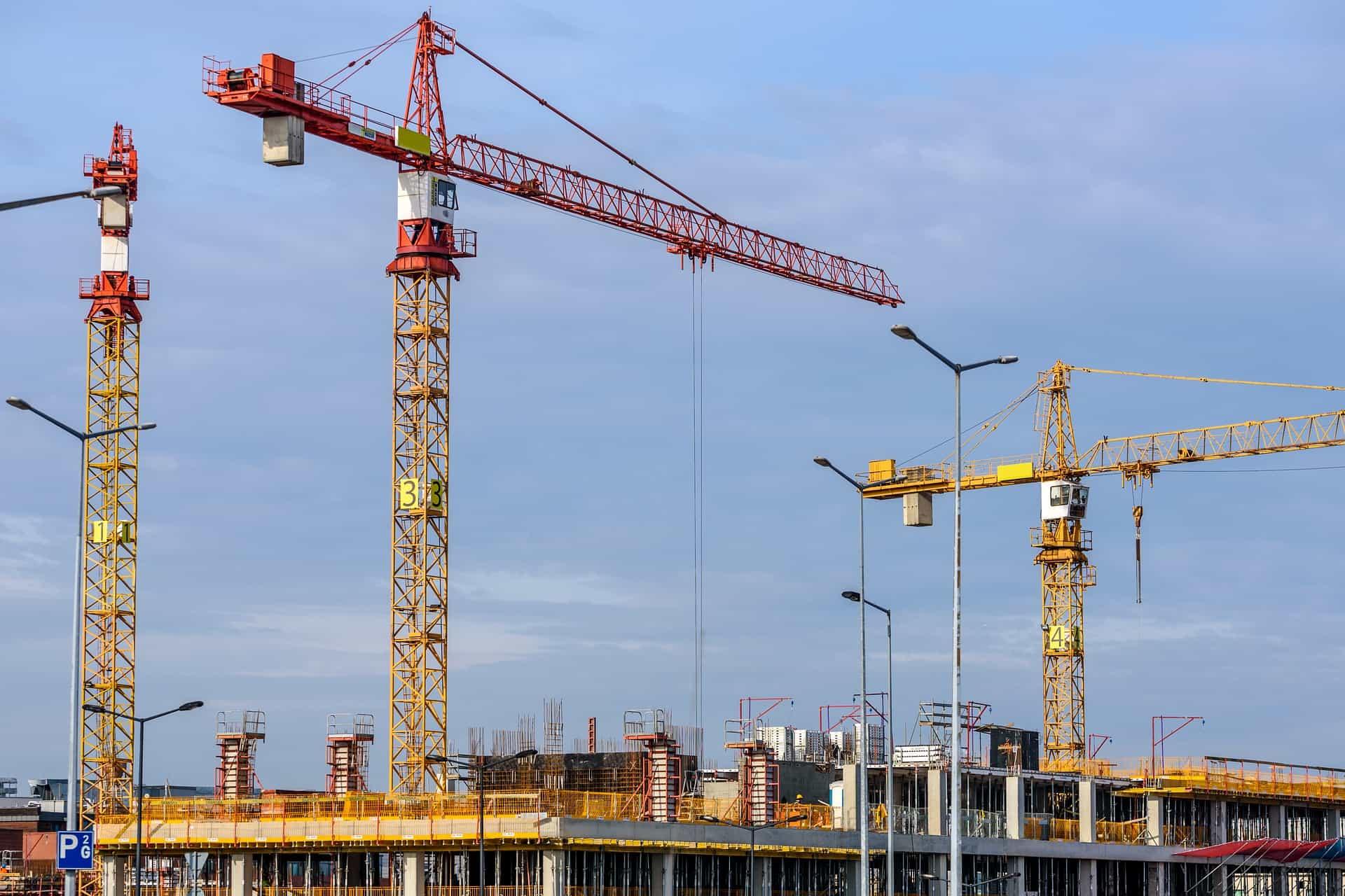 Kommunale Vergaben - eVergabe -Kräne auf einer Baustelle